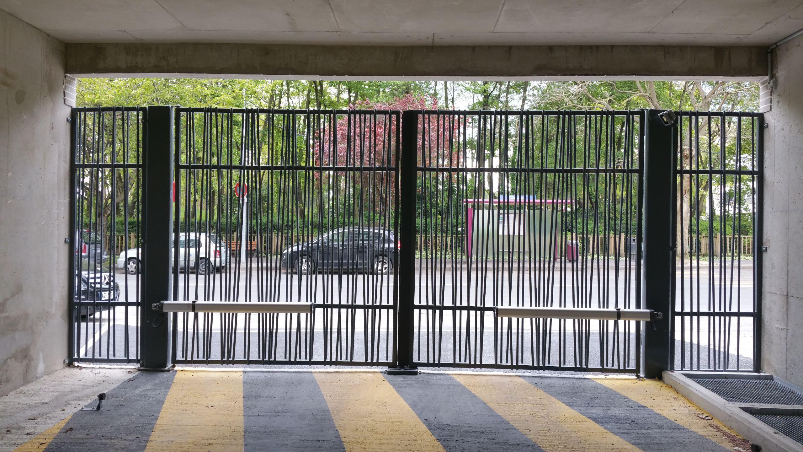 Portails battants porte de garage et portail automatique - Battant de porte ...